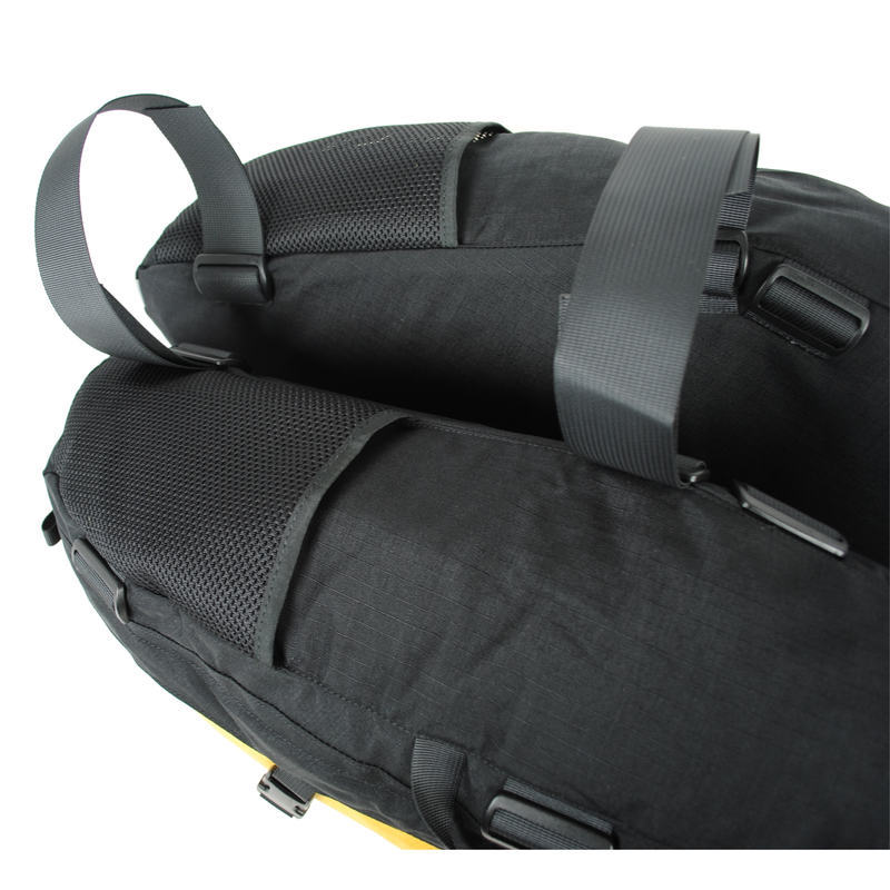 12030 Banana M Recumbentbag Pouch